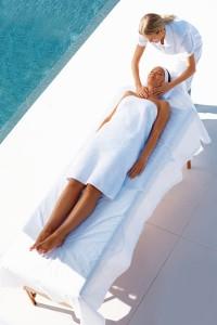 Mobiele massage (bijvoorbeeld een masseur op feestjes) wint aan populariteit ©