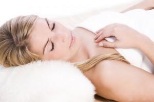 Schoonheid werkt door in een ontspannen en uitgerust lichaam. De schone slaapster heet niet voor niets zo.