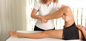 Houdingscorrectie, spierversterking, versoepeling van lichaamsdelen en verbetering van het bewegingsapparaat zijn verschillende doelen binnen de fysiotherapie ©Peter Atkins - Fotolia