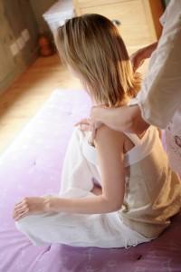 Bij Shiatsu massage drukt de masseur uw pijnpunten weg met zijn vingers of handpalmen © Thomas Hytte - Fotolia