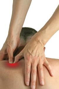 Triggerpointmassage wordt uitgevoerd door de masseur door diepe en korte bewegingen © Nikki Zalewski - Fotolia