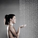 Regelmatige warm watermassage kan een oplossing bieden bij weinig beweging om de doorbloeding toch te stimuleren ©anna - Fotolia